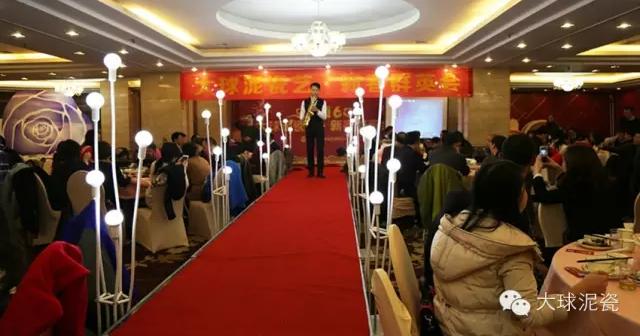 来自湖南省歌舞剧院的陈薪吉老师和伍先凯老师分别表演了二胡独奏